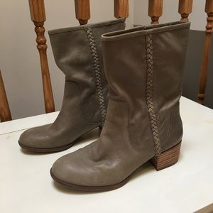 Beautiful Banana Republic genuine leather boots